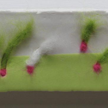 Miniaturen van porselein gecombineerd met wol en zijde